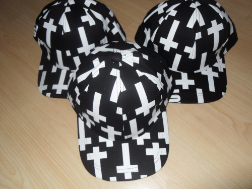 fashionpassionates:  UNIQUE CROSS PRINT SNAPBACK! Get yours: CROSS PRINT SNAPBACK Shop FP | Fashion Passionates