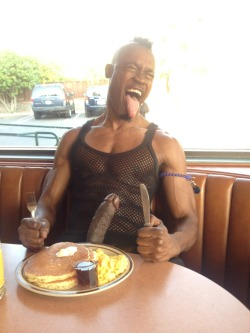 anymph0:  poppasplayground:  @DennysDiner #DigInDaddy @BubblePOPPA is Served on #SexySaturdays @BlatinoOasis  #MandingoMonday munchies