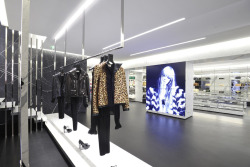 La Nueva Boutique Saint Laurent en ParisLa marca Parisina de moda Saint Laurent (Previamente Yves Saint Laurent) quien ha sufrido bastantes…View Post