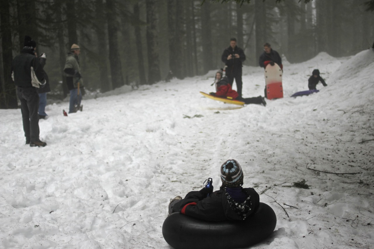 A family that sleds together.