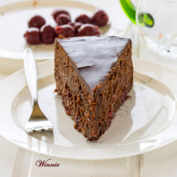 foodfuckery:  Flourless Cherry-Chocolate Fudge Cake
