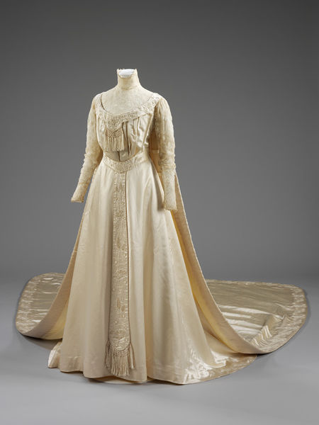 inspiringdresses:   Liberty's Wedding Dress, ca. 1905, BritishV&A Museum