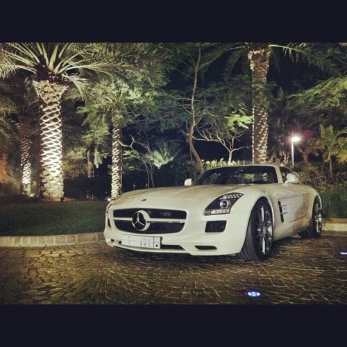 Mercedes SLS #London #MillionaireBoyRacers