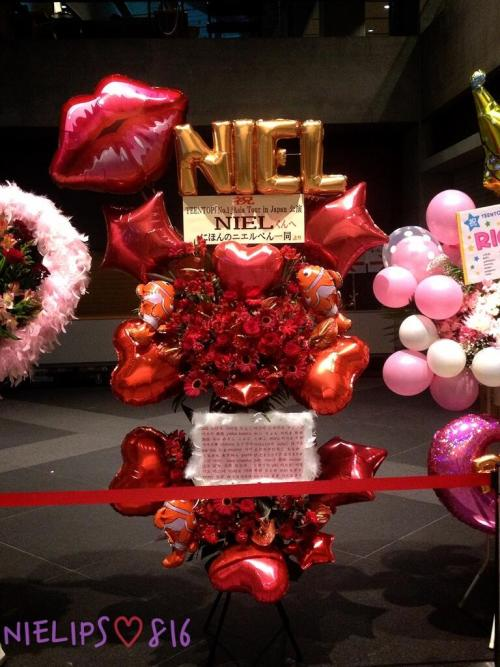 nielfacts:  130521 Red Flowers, Lips, Hearts for NIEL from a J-Emotioniel in Tokyo [cr: @nielips0816] *Red is Niel's fave colour*