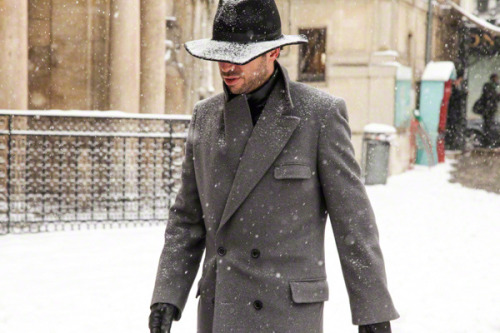 iqfashion:  Source: teampeterstigter.com  #Sombreros En pleno invierno son una opción urbana