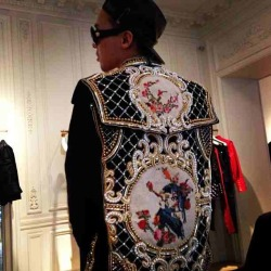 "ygfamilyy:  GD: ""I'll be that pretty mother father #balmain"""