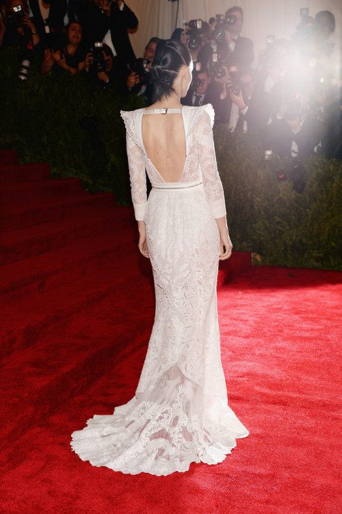 realmofthesenses:  Rooney Mara in Givenchy Couture @ 2013 Met Gala