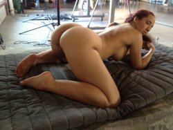 This is the kinda pose I'd expect from Kelly Divine.