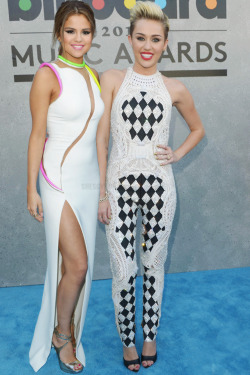 marina-del-cyrus:  Marina, Miley and Lana Blog