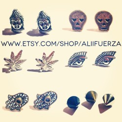 Peep the new stud craze going on at the shop. Support the hustle. #AliiFuerza