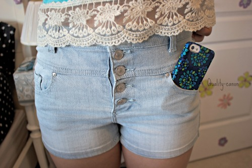 quality-canon:  High waisted shorts and iphone