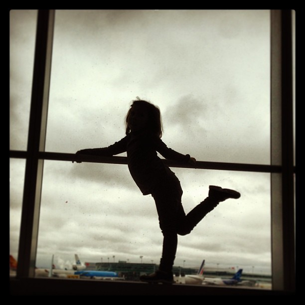 Dancing queen. #iphonephotography #iphone #airport #aircanada #yyz #dancing #killingtime (at Gate D39)