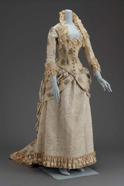 omgthatdress:  Dress 1880-1885 The Museum of Fine Arts, Boston