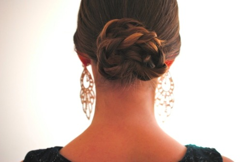 DIY braided bun à la Ferragamo on www.dentelleetfleurs.com