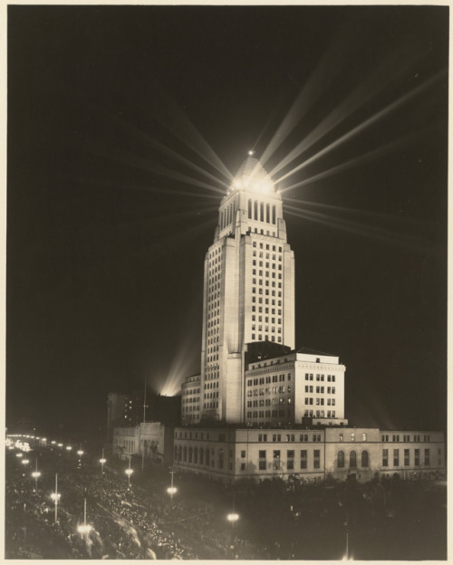 LA City Hall at night, 1936. losangelespast:  Beams of light seem to shoot from the top of Los Angeles City Hall in this long exposure photo taken in 1936.