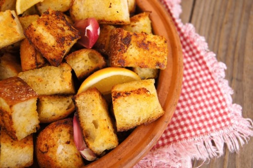yummyinmytumbly:  Marinated Lemon-Garlic Roasted Crouton