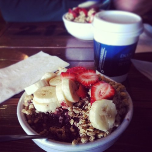 Açaí bowls in Santa Monica. 5 days til spring break in SoCal! #iheartfood