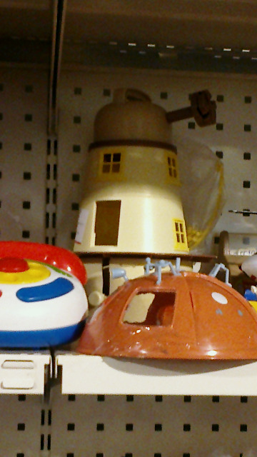 nextdonnanoble:  Alright so we found this toy house kinda thing that really looks like a Dalek with my brother from a secondhand store in the toy section. I think in the price tag it was labeled as a toy house, but really, just look at it… It has such a high resemblance to a Dalek that we cant really tell which one it is supposed to be in the end.