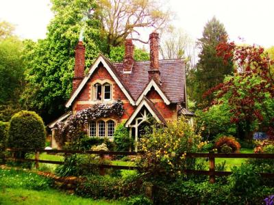 mykindafairytalee:  (via Fairy Tale Cottage - Pixdaus)