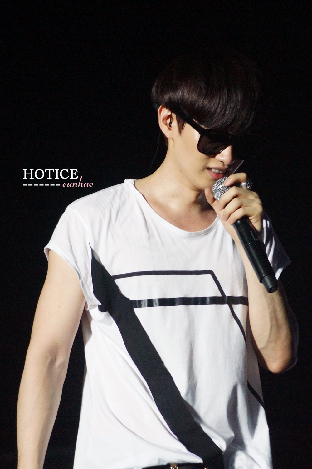 cr HotIce赫海 // do not edit or remove logo