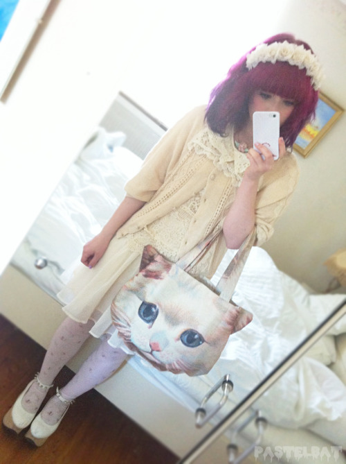 pastelbat:  Wearing my new dress which you can get from here and I have cats on my tights but you can't see that very well..(*´・v・)