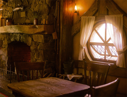bluepueblo:  The Green Dragon Tavern, Hobbiton, New Zealand photo via hobbit