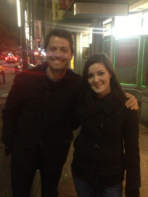 This is a photo of Misha in Vancouver yesterday. So it is official we will see him again in 8x17