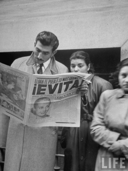 theniftyfifties:  People reading about the death of Eva Peron, Buenos Aires, Argentina, 1952. Photo by Alfred Eisenstaedt.