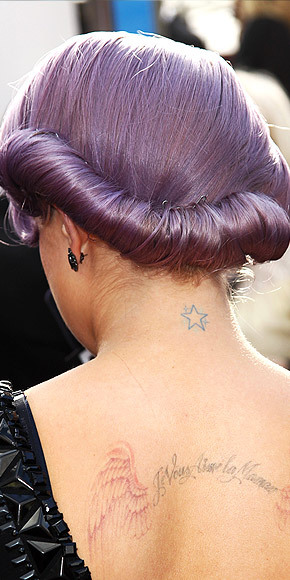 Better From The Back? Kelly Osbourne's Hair Kelly proves purple hair can be sophisticated thanks to her elegant rolled-up tresses at the SAG Awards. We especially love the 'do's side view, which you can see here.