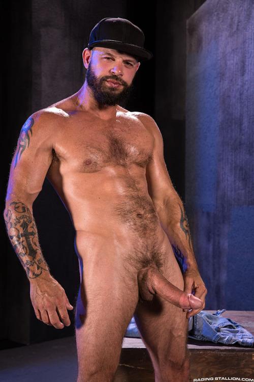 Beards, Bulges & Ballsacks! – Tex Davidson & Ryan Finch at Raging Stallion