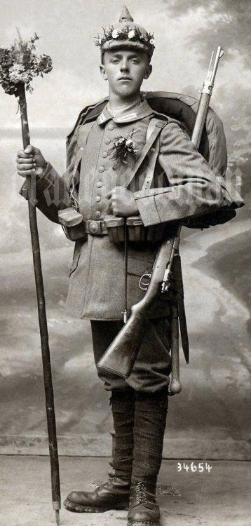 german military vintage uniform leiber Königlich Bayerisches Infanterie-Leib-Regiment portrait studio Richard Schlüter Neuburg Überzug Königskrone von Bayern
