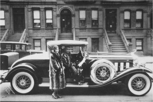 James VanDeZee, Couple with a Cadillac 1932.