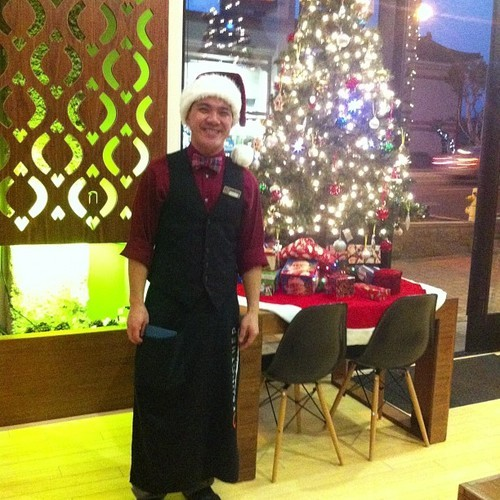 Tis the season to be Jolly ! Come join me tonight at work from now til close :)  #krungthep #thaifood #yummy #fooddeals #mpk #626 #montereypark #sgv #santahatsmakemehappy  (at Krung Thep Thai)