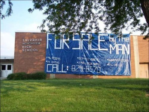 our-awkward-life:  20 Most Sensational SENIOR PRANKS