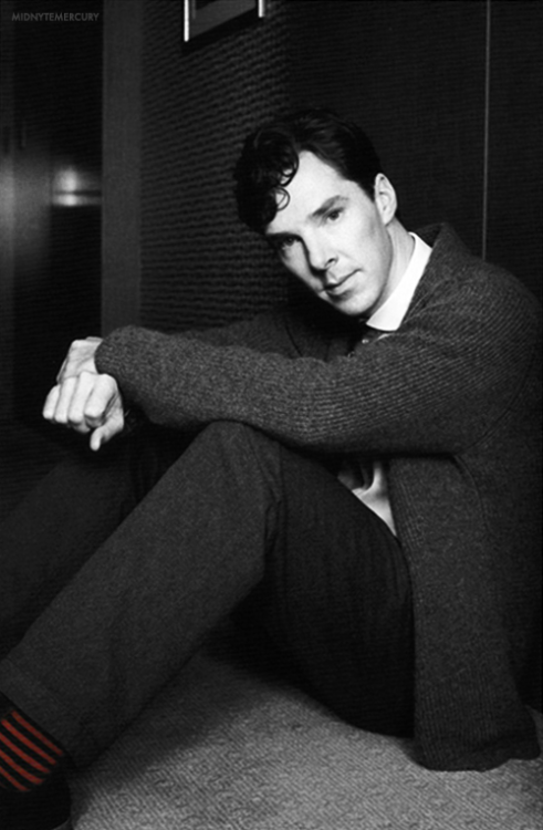 cumbertrekky:  midnytemercury:  [x]  These photos give a hint of how his Alan Turing might look.