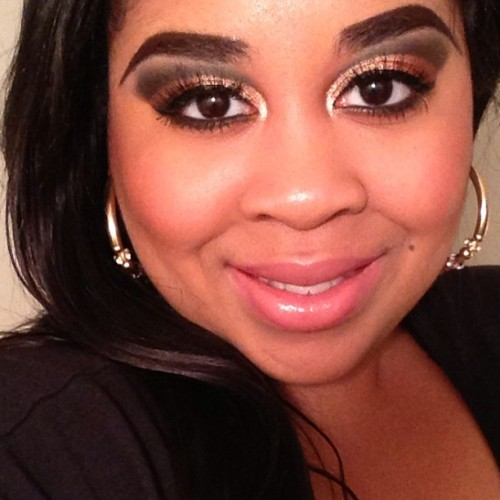 Gold and Brown Cut Crease #mac #makeup #cutcrease #maclipstick #smile #eyeshadow #lipgloss #blush #naturaleyeshadow