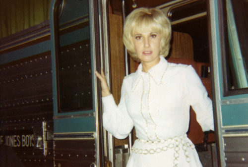 Even Tammy Wynette is here for the show.
