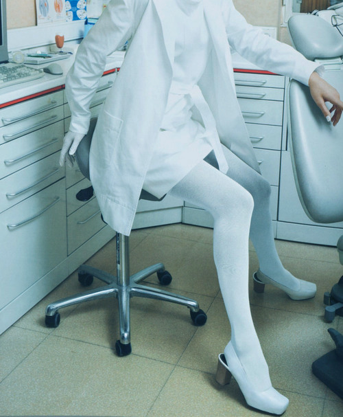 """Working Girls,"" Doutzen Kroes by Mario Testino for V magazine, Spring 2007"