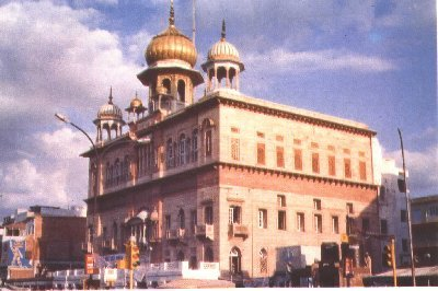 Gurdwara Sis Ganj Sahib, is one of the nine historical gurdwaras in Delhi. First established in 1783 by Baghel Singh to commemorate the martyrdom site the ninth Sikh Guru, Guru Tegh Bahadur. Situated in Chandni Chowk in Old Delhi, it marks the site Sikh Guru was beheaded on the orders of the Mughal emperor on the 11th of November, 1675, Aurangzeb, for refusing to convert to Islam The severed head of Guru Tegh Bahadur was brought to Anandpur Sahib by Bhai Jaita, another disciple of the Guru. It was cremated by the Guru's son, Gobind Rai, who would later become Guru Gobind Singh, the tenth and last Guru of the Sikhs..Waheguru