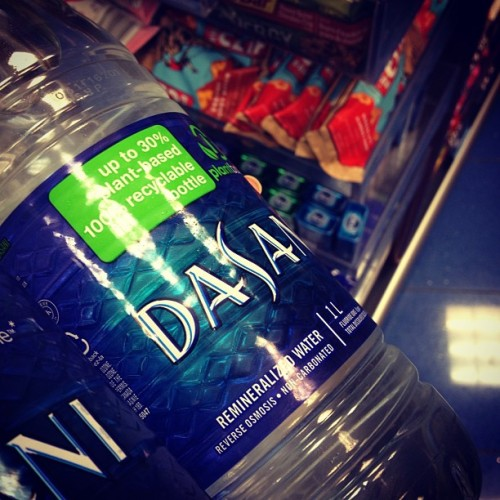I always buy two 1L bottles of water for the plane when I travel. Although the Cliff Bars you see behind here were calling my name I resisted. Every trip home I'm always faced with #homemade temptation #focus #travel #tips #eatclean #jtr #blessedbodies365 #willpower #theresajennprep