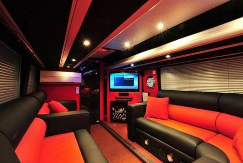 harrystyles1dxo:  1D tour bus