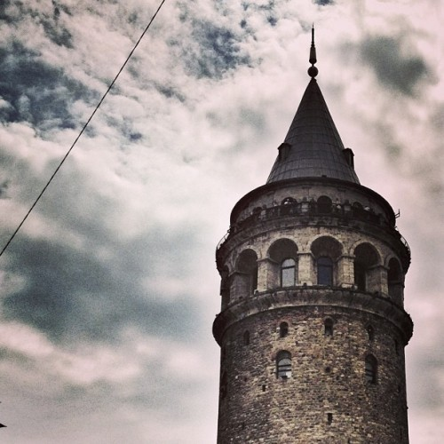 #galatatower #galata #beyoglu #istanbul #travel #mytravelgram #tower #sky #skyviewers #ic_sky #cloudlovers #clouds #instagramhub #allshots_ #photooftheday #gramoftheday #gotd #ampt #iphonesia #iphoneonly #iphonography #landmarks #turkey (at Galata Kulesi)