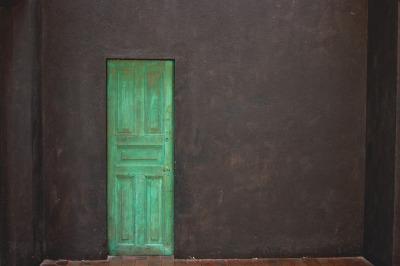 La puerta verde sigue cerrada.