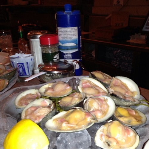 2 dozen good luck clams before the 2013 NFL Draft. #9thPick #13thPick #GangGreen 💚✈ CC @lolasportstalk  (at Grand Central Oyster Bar)