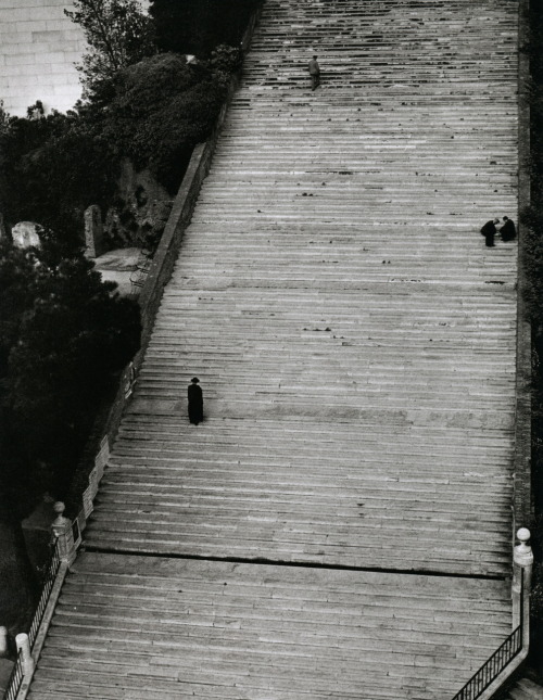 vintagemarlene:  stairway to heaven, rome by herbert list, 1949 (via historyinphotos.blogspot.com)