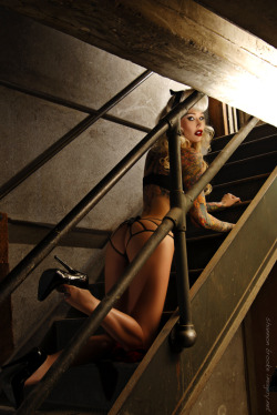 shannonbrookeimagery:  Sabina Kelley makeup by Jennifer Corona hair and wardrobe by Madame Pomp photo by Shannon Brooke