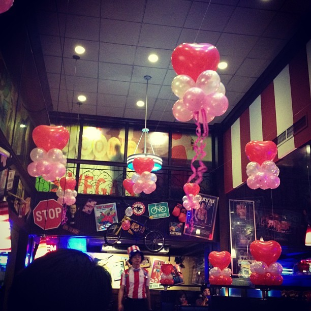 #love is in the air yeekee haha ang saya ng #food sa #fridays :)