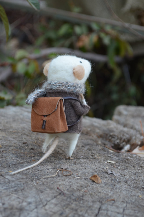 lizzywolfswood:  Little Traveler Mouse on Etsy. x