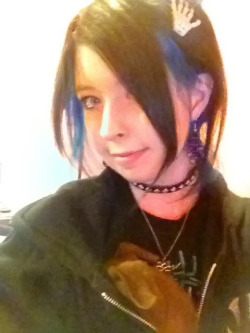 dawnleeface:  Modeling my bone clip by Synthetic Doll with my Obi!  SO CUTE <3
