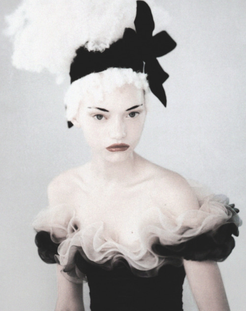 deprincessed:  Gemma Ward in 'Just Enchanting' shot by Paolo Roversi for Vogue Italia March 2004 (couture supplement)